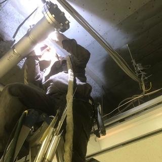 研究私設内 特殊排水天井配管